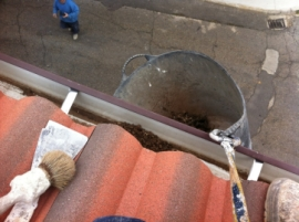 Limpieza de canalones en la Bañeza